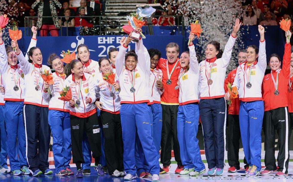 Selección Nacional femenina de Balonmano 2015 - Página 2 1435173115_829600_1435173370_noticia_grande