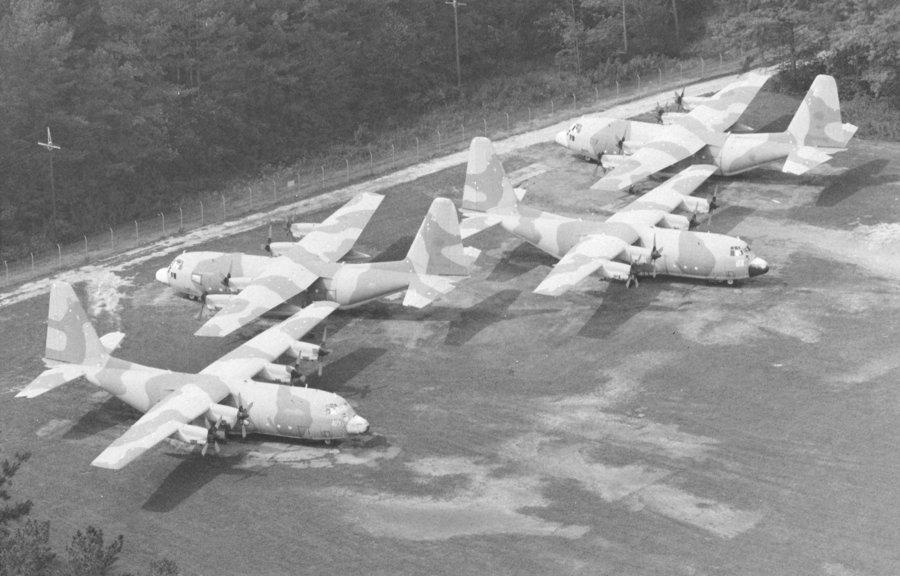 امريكا سوف تعوض ليبيا با 8 طائرات C 130 جديدة FSV3_Libya_s_Impounded_C_130s_3