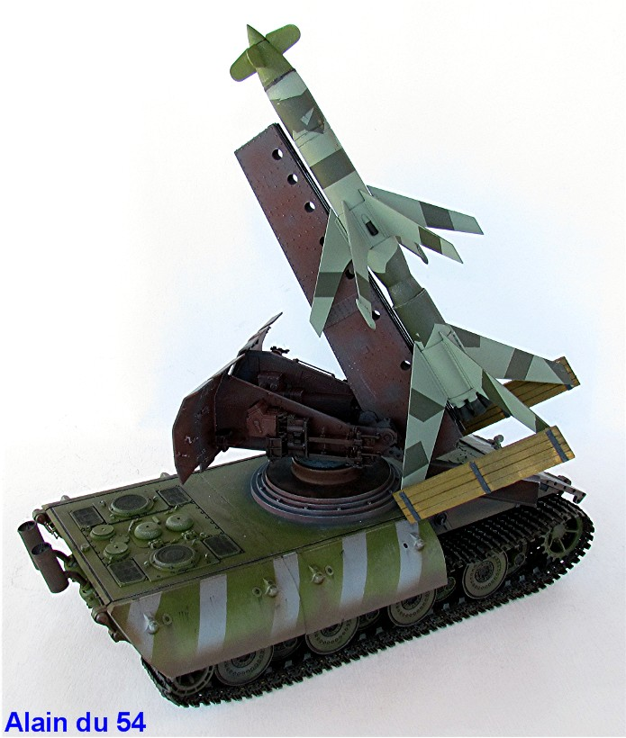E-100 Panzer Weapon Carrier with Rheintochter R-1 1/35 Mix Amusing Hobby IMG_8715