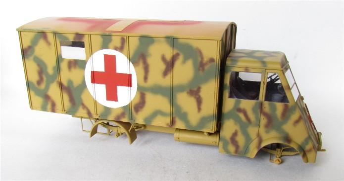 LastKraftWagen 3.5 T Ahn Ambulance Truck 1/35 ICM shelter sanitaire FINI IMG_3415