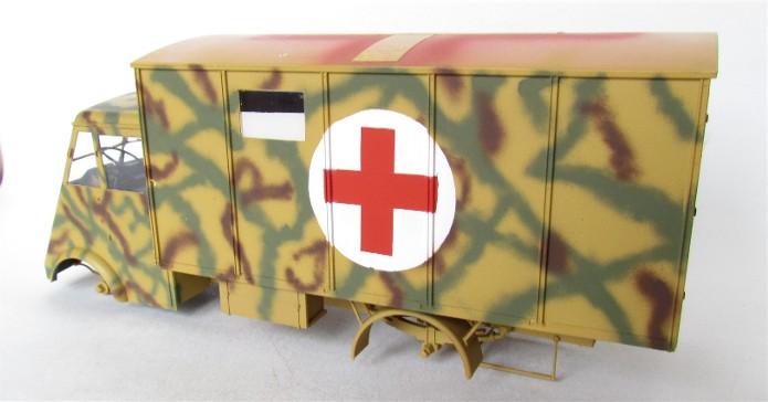 LastKraftWagen 3.5 T Ahn Ambulance Truck 1/35 ICM shelter sanitaire FINI IMG_3416