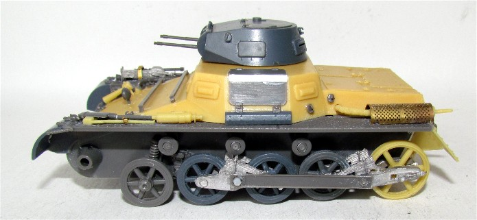 Panzer I Ausf A 1/35 Conversion base Azimut/ADV + boîte à rabiot. FINI IMG_3027