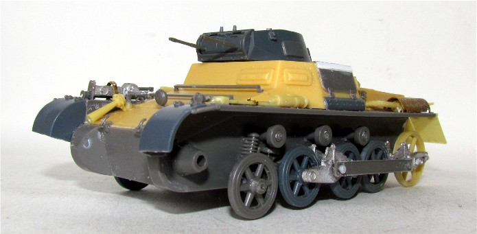 Panzer I Ausf A 1/35 Conversion base Azimut/ADV + boîte à rabiot. FINI IMG_3028