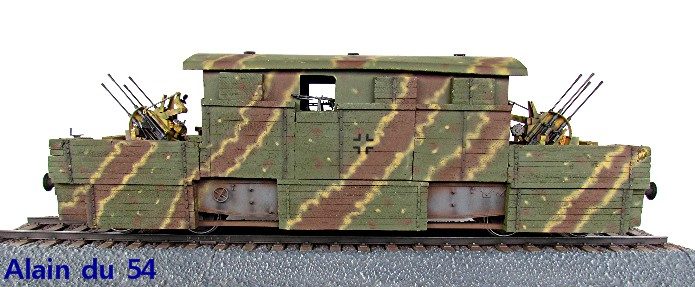 Plateforme ferroviaire allemande équipée de 2 Flak Vierling 20 mm - 1/35 - FINI - Page 3 1750