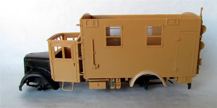 Opel Blitz cabine bois shelter transmissions 1/35 Boîte à rabiot camo trois tons/hiver FINI IMG_1249