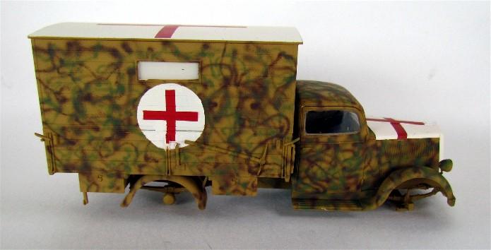 Typ 2,5-32 Shelter ambulance truck 1/35 ICM  FINI - Page 2 IMG_2492
