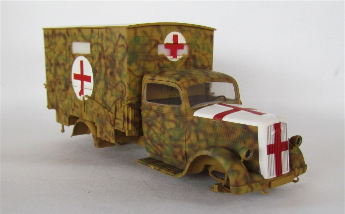 Typ 2,5-32 Shelter ambulance truck 1/35 ICM  FINI - Page 2 IMG_2493
