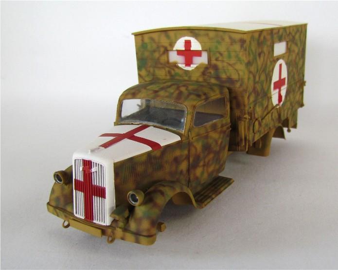 Typ 2,5-32 Shelter ambulance truck 1/35 ICM  FINI - Page 2 IMG_2495