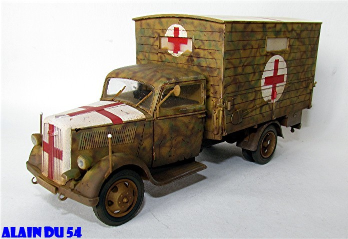 Typ 2,5-32 Shelter ambulance truck 1/35 ICM  FINI - Page 2 SM_2619