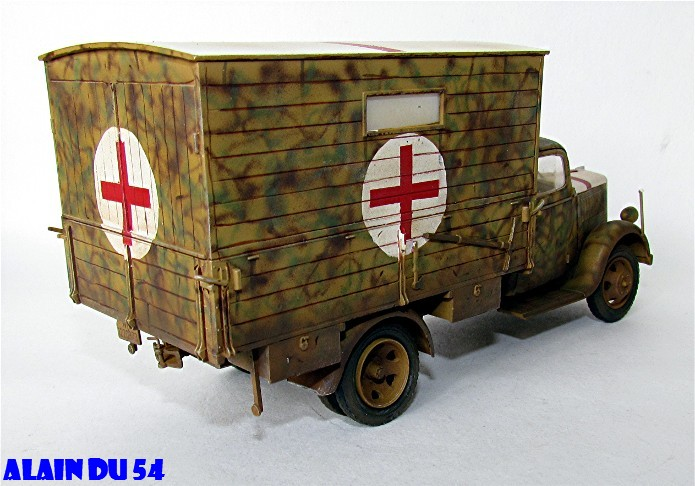 Typ 2,5-32 Shelter ambulance truck 1/35 ICM  FINI - Page 2 SM_2621