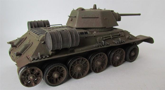 T-34 76mm Mle 43 rouleaux déminage 1/35 Zvezda FINI IMG_4623
