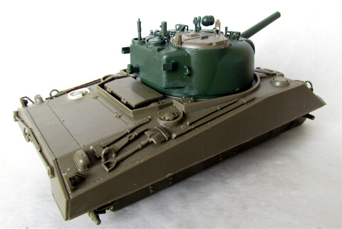 SHERMAN M4 105 MM 1/35 conversion châssis Tamiya et tourelle Accademy FINI IMG_0546