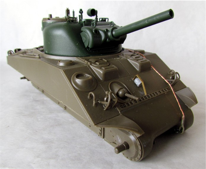 SHERMAN M4 105 MM 1/35 conversion châssis Tamiya et tourelle Accademy FINI IMG_0548