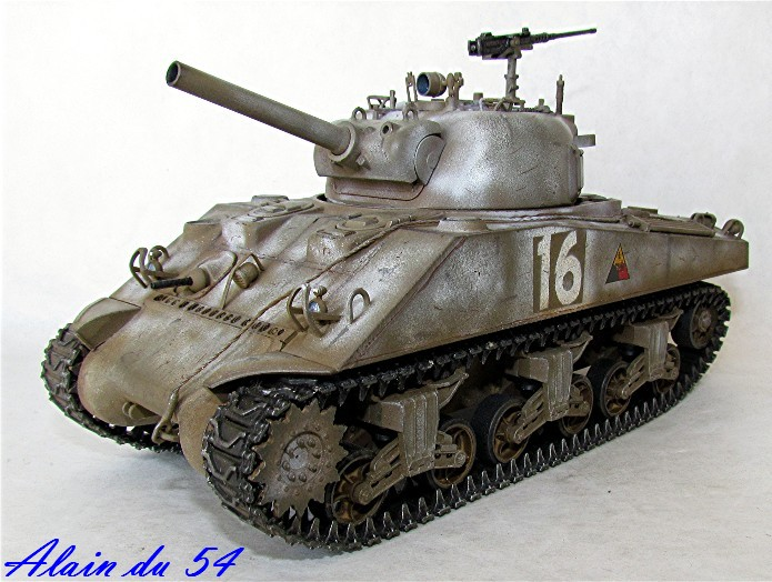 SHERMAN M4 105 MM 1/35 conversion châssis Tamiya et tourelle Accademy FINI Sm1