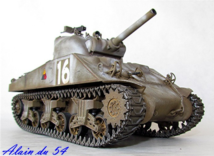 SHERMAN M4 105 MM 1/35 conversion châssis Tamiya et tourelle Accademy FINI Sm3