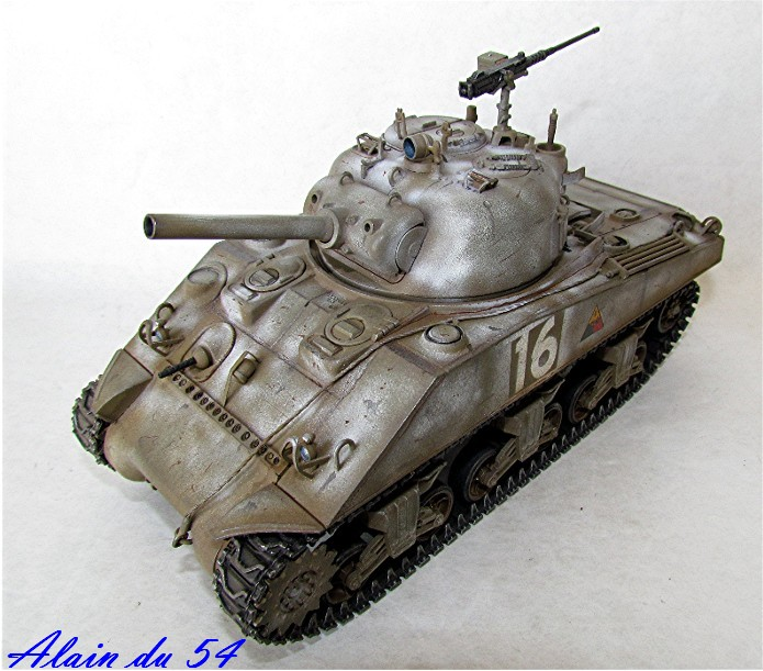 SHERMAN M4 105 MM 1/35 conversion châssis Tamiya et tourelle Accademy FINI Sm4