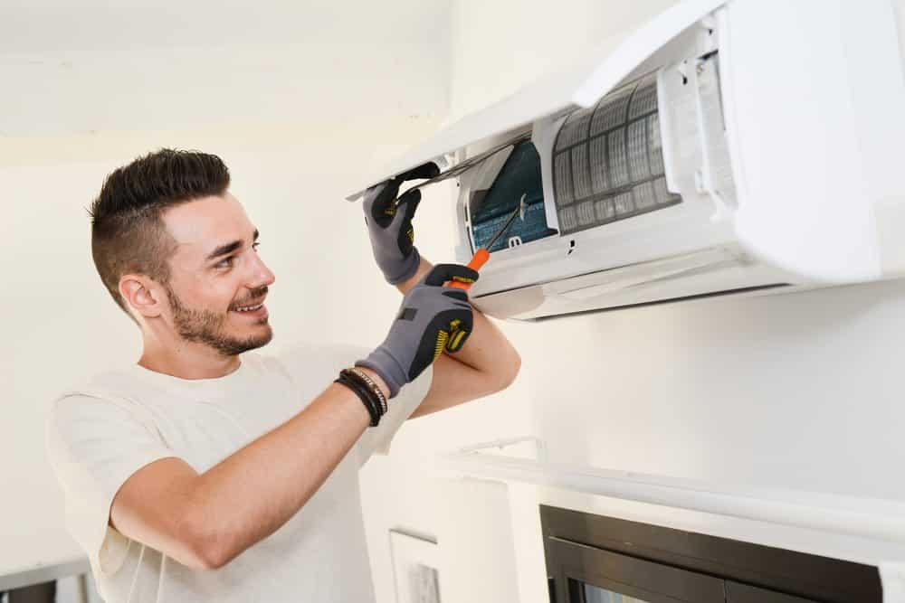 Dịch vụ sửa chữa: Tháo lắp máy lạnh tại quận 12 Lap%20dat%20may%20lanh%20quan%204
