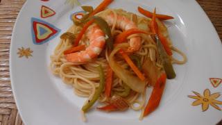 Espaguetis con verduras y langostinos estilo chino 20150806_115808