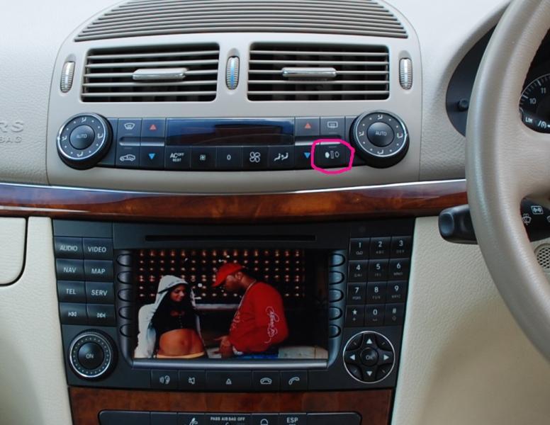 (W205): Botão de recirculação do ar desarma após um tempo - isso é normal? 180825d1271951697-2004-e500-activated-charcoal-filter-location-activated-charcoal-switch
