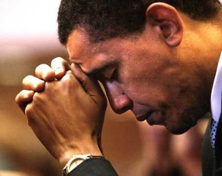L'Antéchrist va influencer la prochaine élection présidentielle U.S.A. Obama_praying