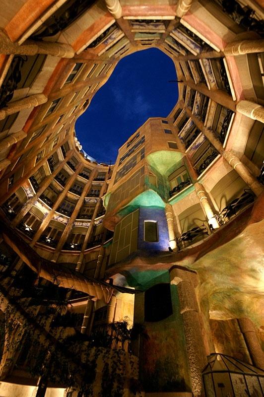 Gaudijeva arhitektura 0880aa9854eba19d70a53933c528a887