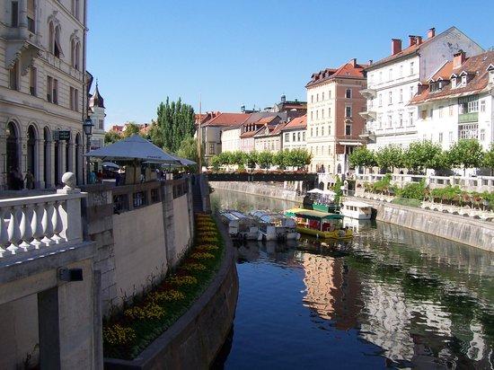 Fotografije glavnih gradova sveta - Page 2 Ljubljana-river