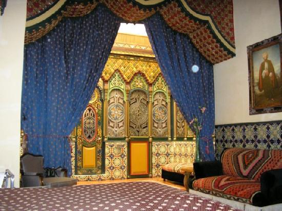 قصر الحمراء بالأندلس Alhambra-suite-looking