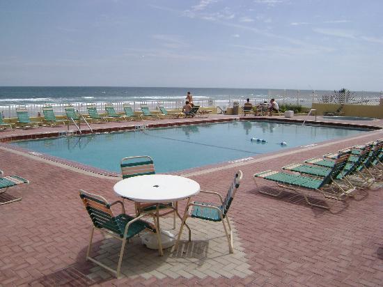 مدينة Ormond beach في ولاية فلــــــوريدا الامريكية Pool-nice-and-clean