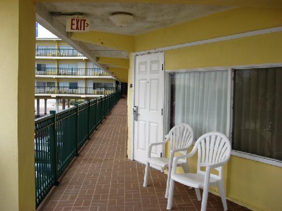 مدينة Ormond beach في ولاية فلــــــوريدا الامريكية Balcony-from-another