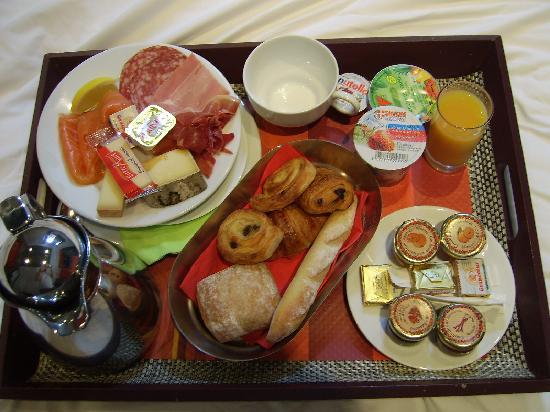 Lundi 12 novembre Le-plateau-du-petit-dejeuner