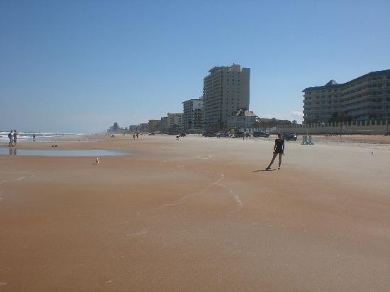 مدينة Ormond beach في ولاية فلــــــوريدا الامريكية Cinnamin-sand-beach