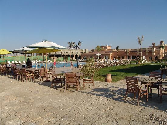 صور من مدينة الفيوم Hotel-gardens-from-foreshore