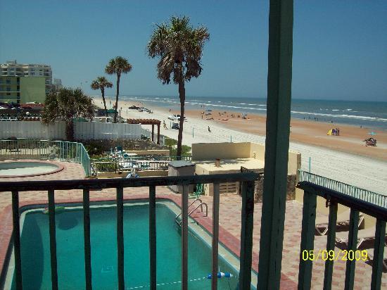 مدينة Ormond beach في ولاية فلــــــوريدا الامريكية Pool-view