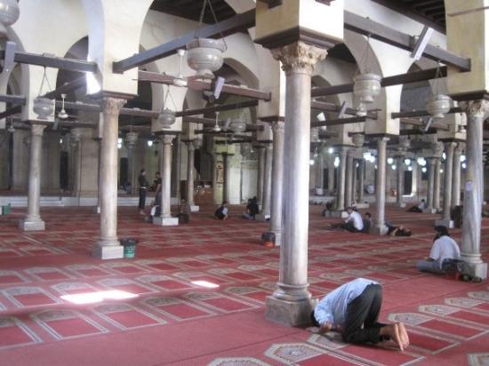 هنصلى فين النهاردة ( الجــــامع الأزهـــــر ) القاهرة  Inside-the-al-azhar-mosque