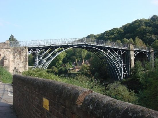Arhitektura koja spaja ljude - Mostovi - Page 2 The-iron-bridge-cast
