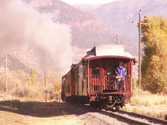 Lokomotive-Vozovi Train-after-going-by