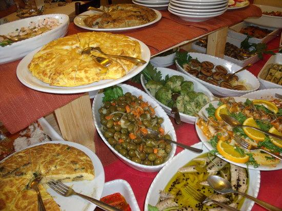 UN DESCANSO EN EL CAMINO Antipasto-buffet