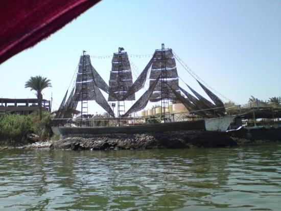 صور من مدينة الفيوم Een-boot-van-cement