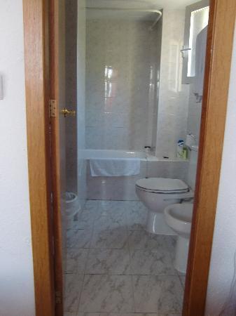 بيت نضيف = بيت سعيد Une-salle-de-bain-propre