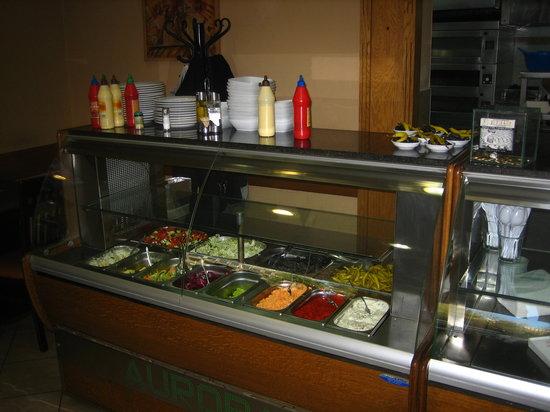 Escolha de um ponto comercial, como fazer? Counter-with-salads