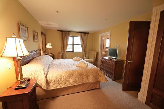 ROOKWOOD, Kendall Kaeden King-bedroom