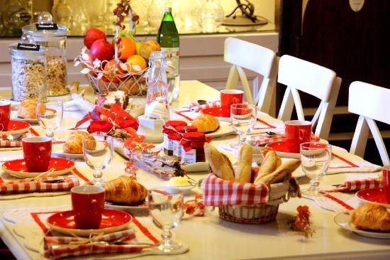 Mercredi 27 mai Table-des-petits-dejeuners