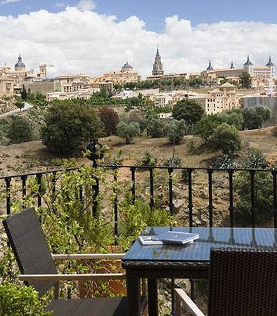 TOLEDO Superior-guest-room-terrace