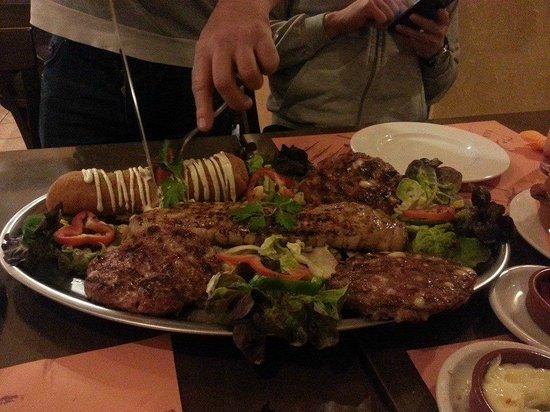 FOTO TË MUAJIT SHTATOR - Faqe 3 Pasko-s-balkan-grill
