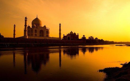 FOTO TË MUAJIT SHTATOR Taj-mahal-sunset