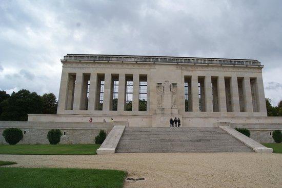 Un monument - Cathy - 8 Décembre- trouvé par Jovany Chateau-thierry-monument