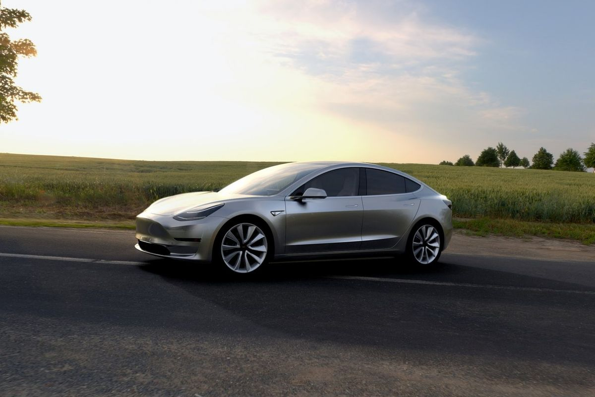 2016 - [Tesla] Model III - Page 3 Ccjym79bl59o