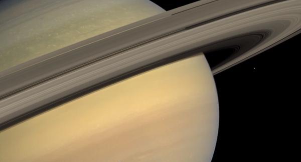 Visitez les anneaux de Saturne en 4K Saturne