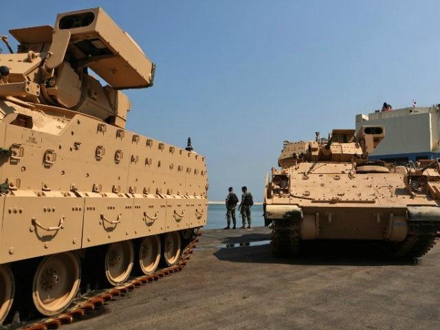 الجيش اللبناني يستلم ٥٠ مدرعة برادلي Bradley-Fighting-Vehicles-getty-640x480