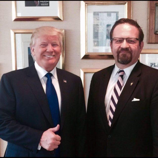 ¿Cuánto mide Donald Trump? - Estatura real y peso - Real height and weight - Página 2 Trump-Gorka-Facebook-Sebastian-Gorka-640x641